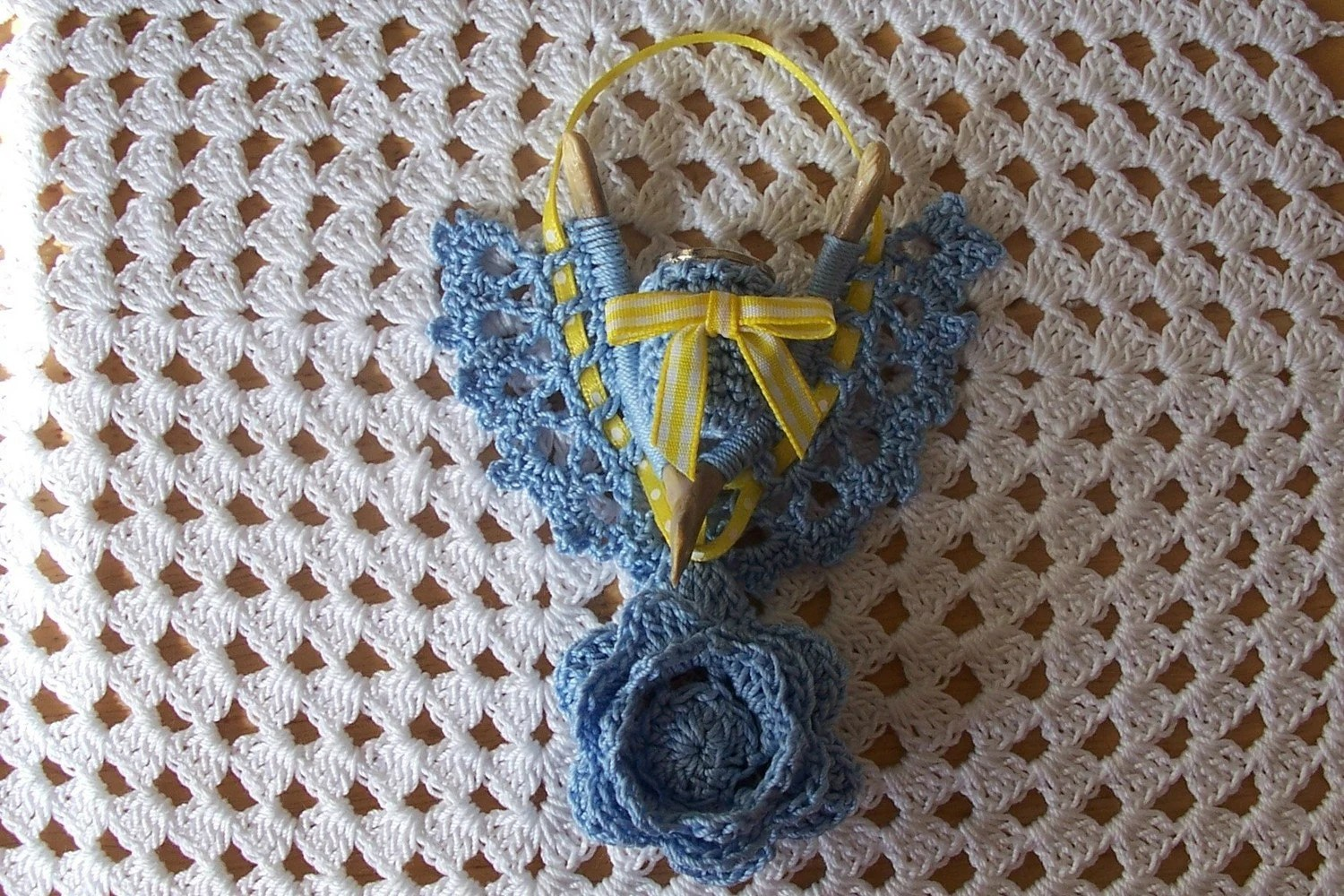 Victorian Style Wishbone Thimble Holder in Crochet by