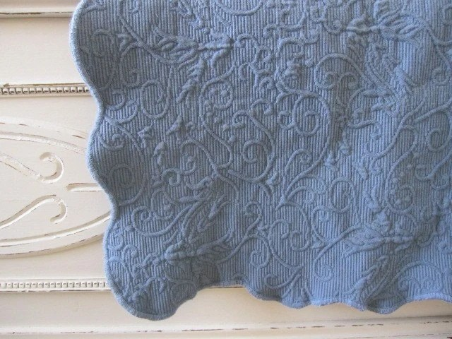 CHIC COTTAGE MATELASSE COVERLET AND SHAM twin size blue