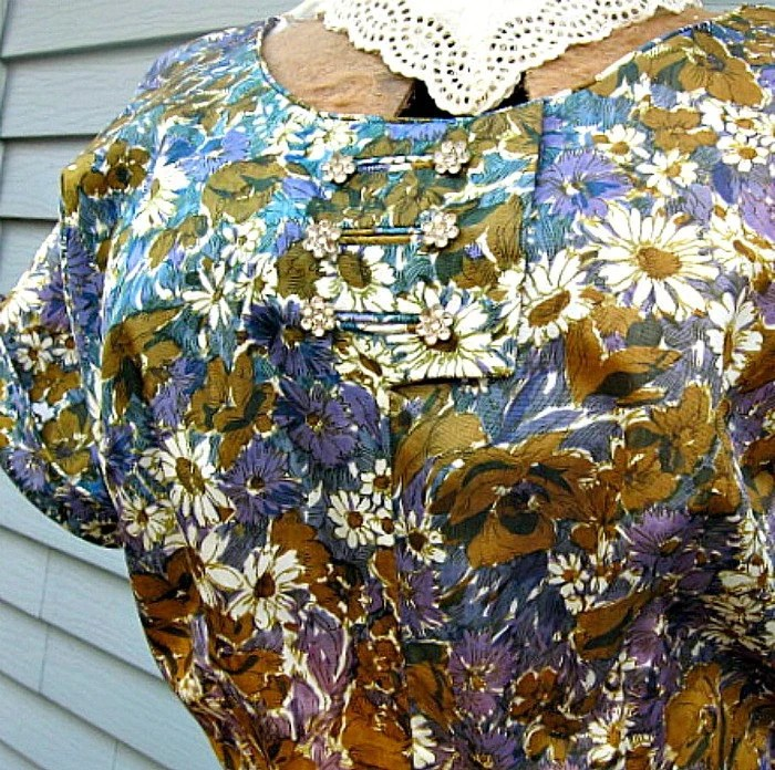 1950s large size dress flowers and full skirt curvy tafetta