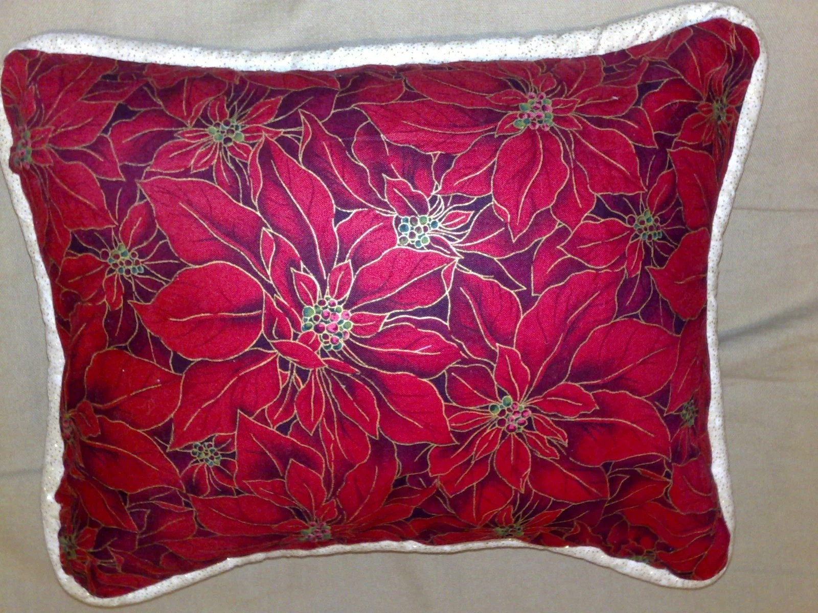 Elegant Christmas decorative pillows with a touch of sparkle