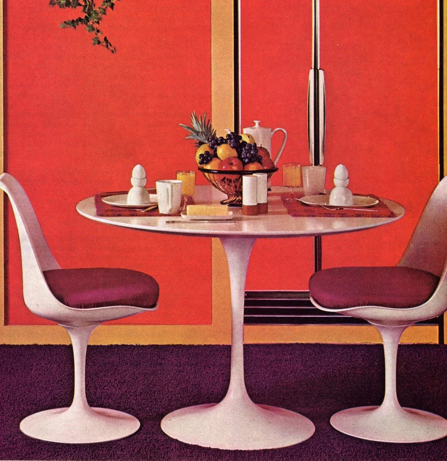 Tulip Table And Chairs Eero Saarinen Tulip Table And Chairs Vintage Image