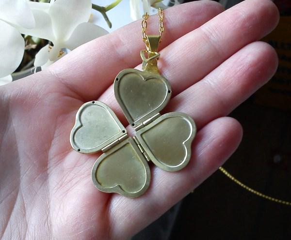 Four-leaf Clover Lucky Leaf Heart Locket Doilookphatinthis