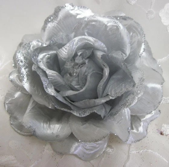 SILVER HAIR FLOWER WITH GLITTER CLIPPIN