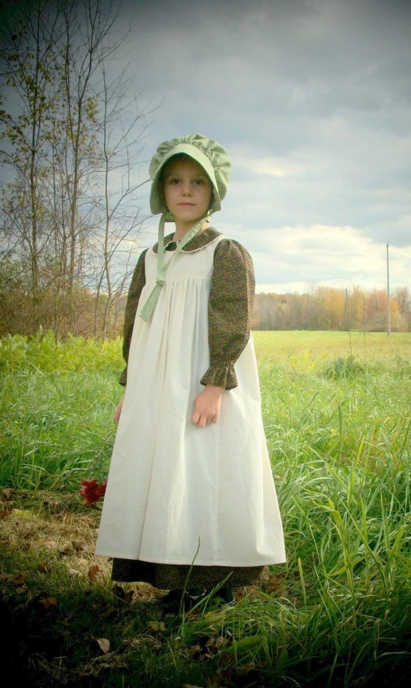 Girls Pioneer Dress With Bonnet And Pinafore