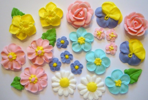 Lot Of 100 Royal Icing Flowers Cake Decorating