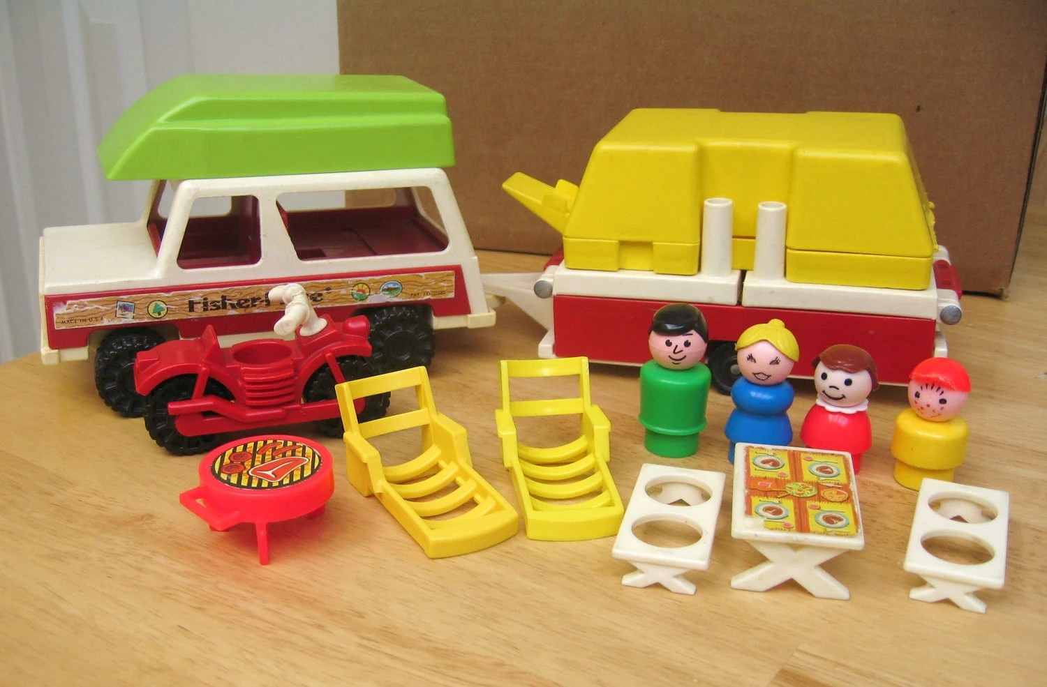 Fisher Price Table And Chairs Vintage Fisher Price Pop Up Camper