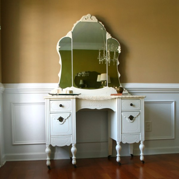 1930s Vanity Desk And Mirror. Antique White. Cream. Bohemian