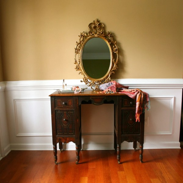 1930s Vanity Desk. Antique. Vintage Vanity