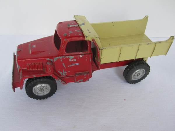 Vintage Toy Hubley Dump Truck Red Yellow 10