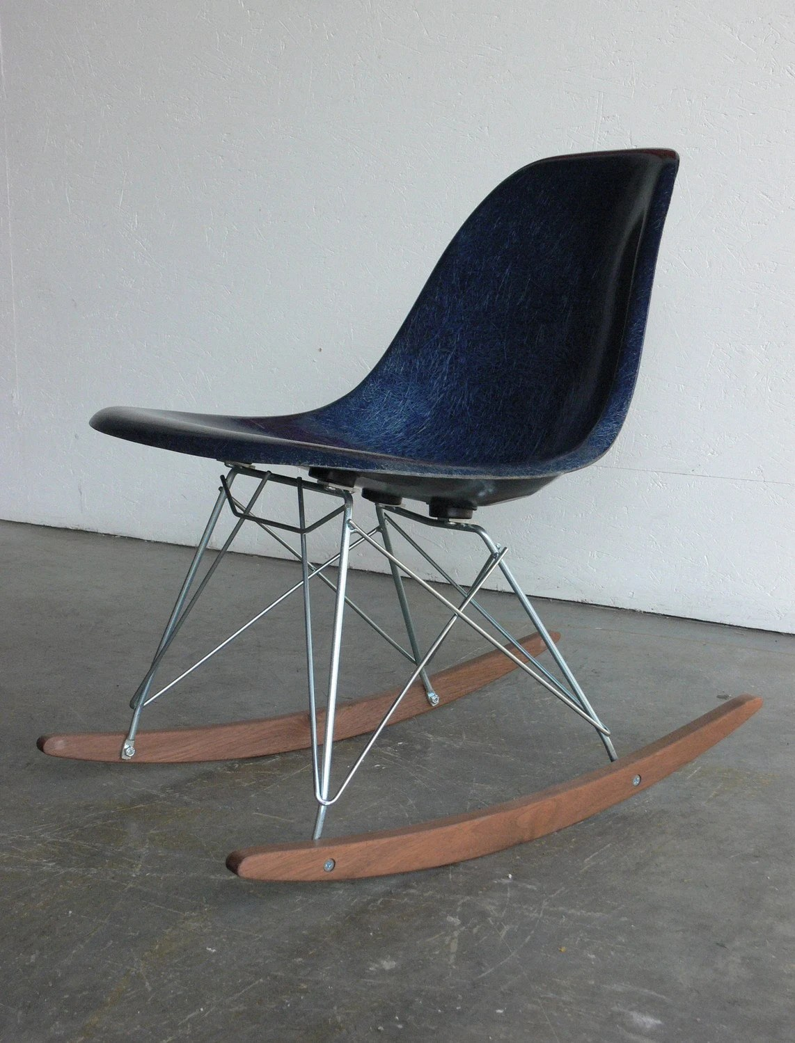 eames rocking chair pool float chairs herman miller fiberglass side rocker