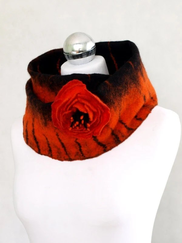 Loop scarf, black and orange, hand-felted - ArtMode