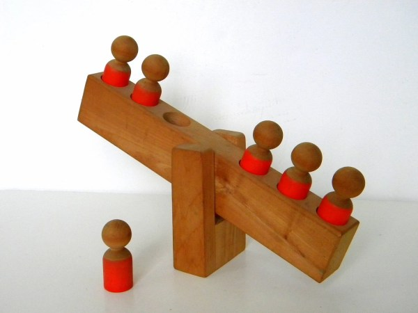 197039s Hand Crafted Wood SeeSaw Toy w 6 Wood People