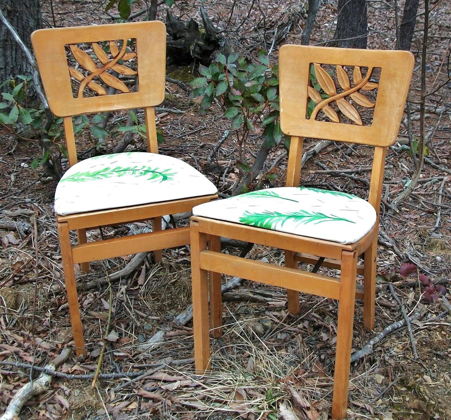 Stakmore Folding Chair Pair Of Vintage Stakmore Carved Folding Chairs