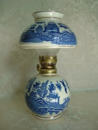 Vintage Chadwick Porcelain Blue Willow Pattern Oil Lamp