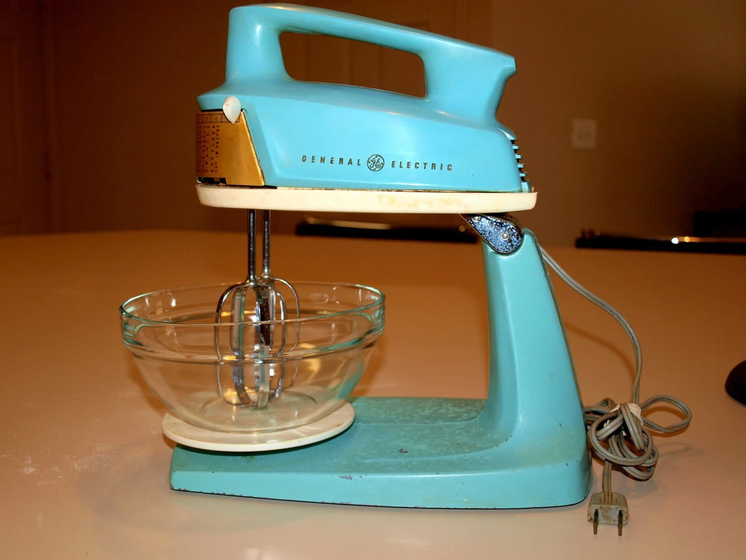 retro kitchen appliance refurbished table and chairs vintage turquoise general electric 2-in-one hand & stand mixer