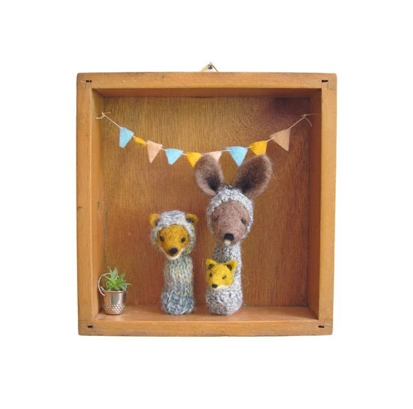FINGER PUPPET BOX Needle Felted Kangaroo and Fox Family in a Vintage Wooden Box, Eco Friendly Toy, Wall Hanging, Nursery Decor, Children
