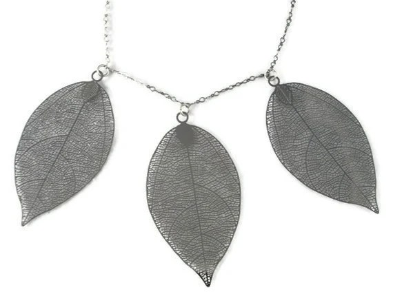 Dangling Leaves Necklace