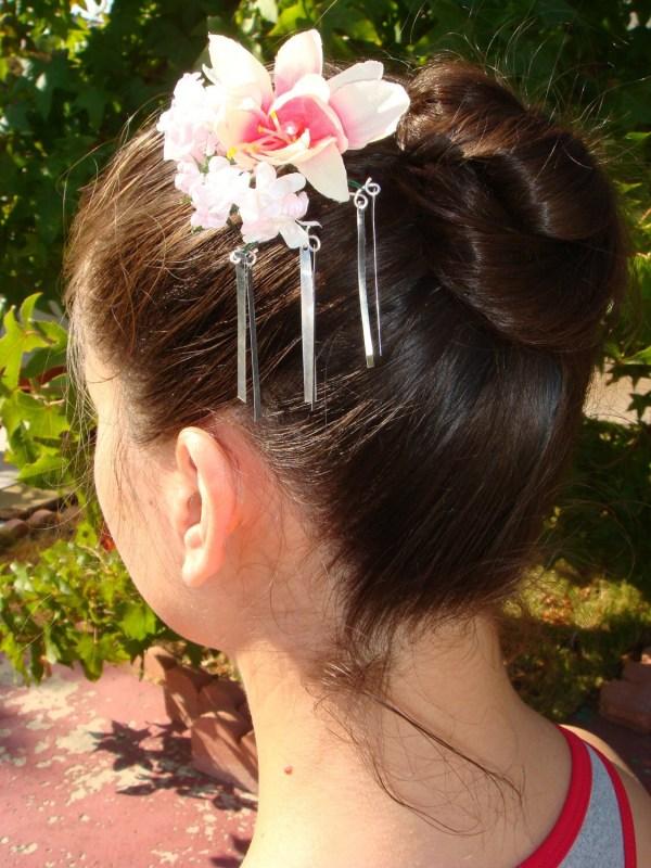 Bira Kanzashi Hair Clip