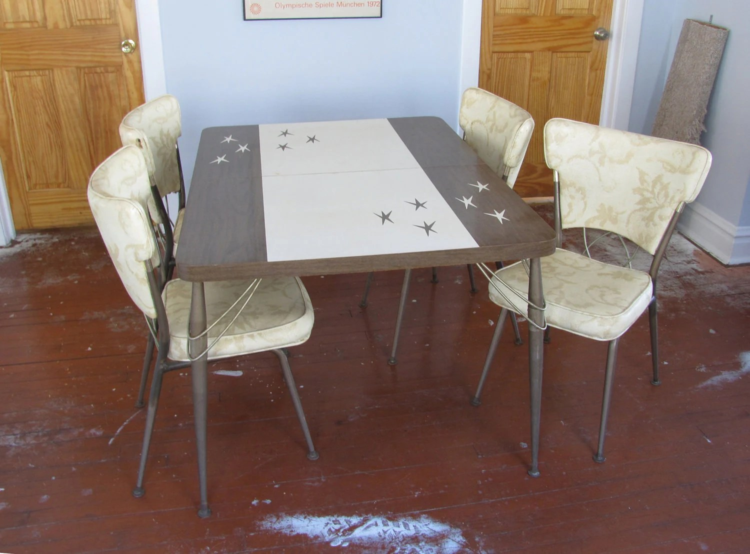Atomic 1950s formica dinette  kitchen table by