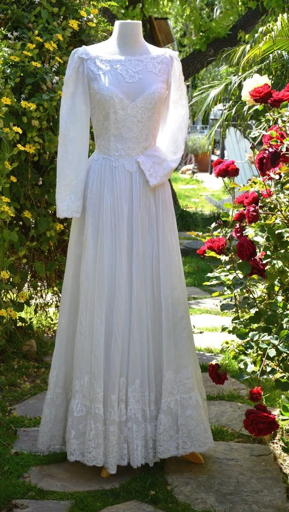 Vintage 60s White Lace Mexican Wedding by PapillonVintageShop