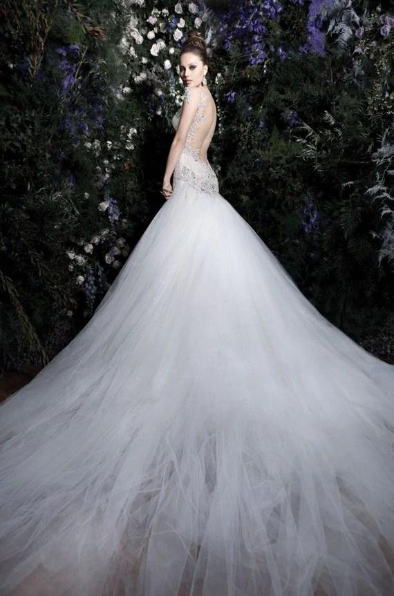 Striking and elegant wedding dress