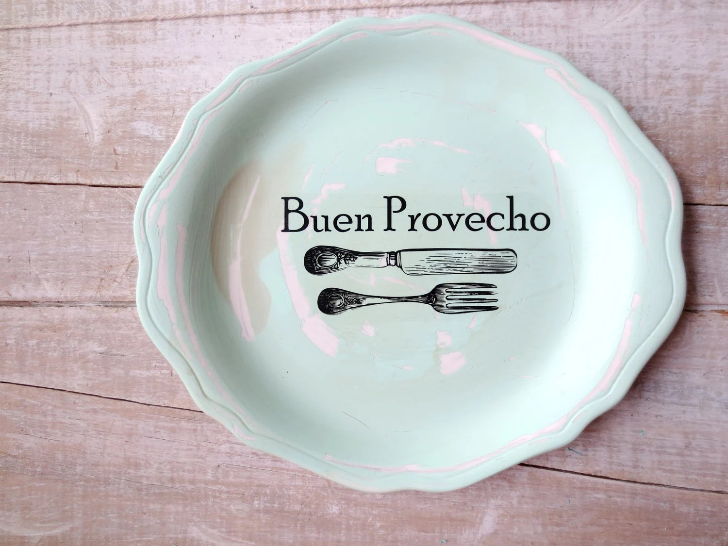 mexican style kitchen decor trash can buen provecho sign // spanish eat