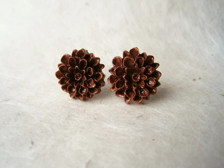 Cinnamon Dahlia Studs. Handmade Polymer Clay Stud Earrings.Fall Fashion. Brown Chrysanthemum Earrings. Spiced Cinnamon. FSE1. - PiggleAndPop