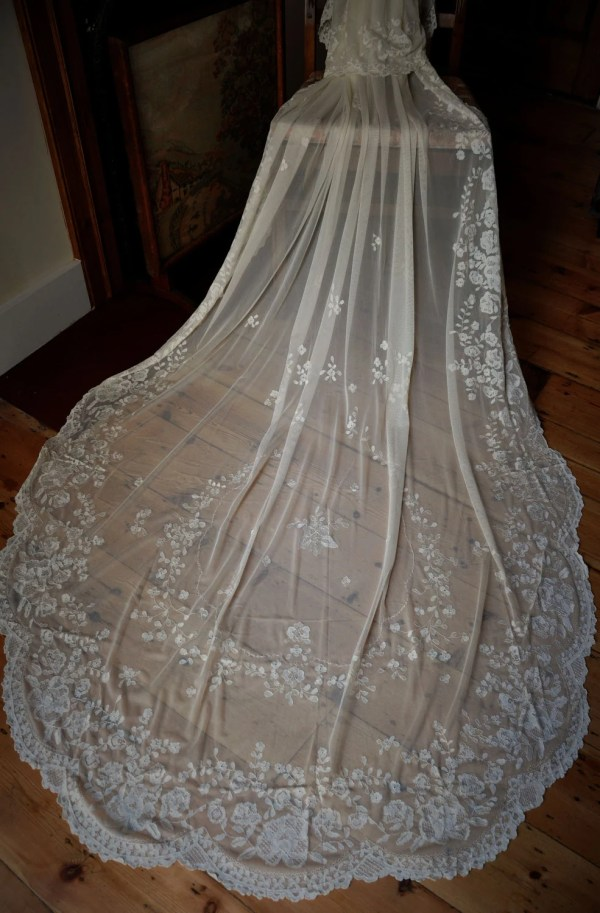 Hand Embroidered Silk Lace Wedding Veil Bridal