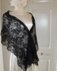 Black Chantilly Lace Shawl by LaBargainBoutique on Etsy