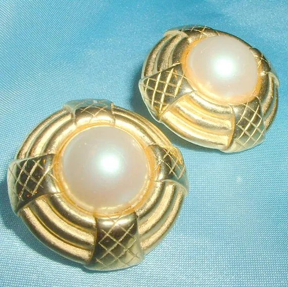 Vintage Erwin Pearl Faux Pearl Earrings by BorrowedTimes