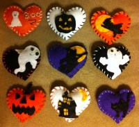 Items similar to Halloween felt hearts. Decorations, pin ...