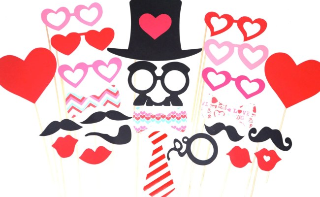 Valentines Day Photo Booth Prop Set 24 Pieces On A Stick