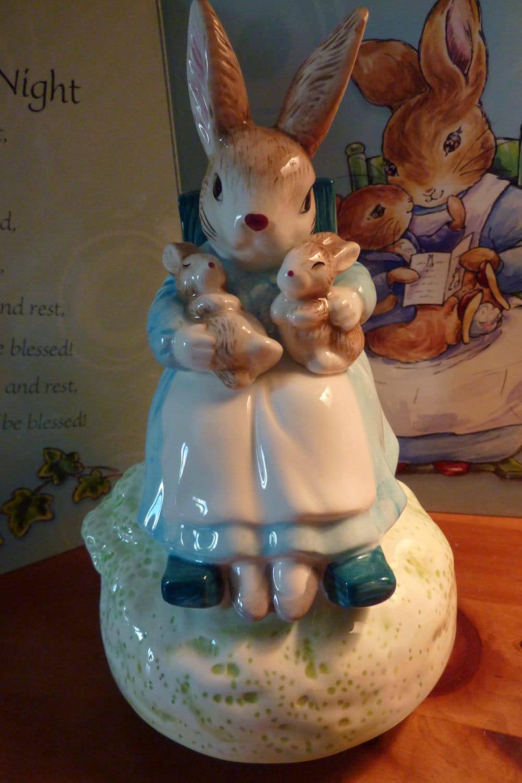 Vintage Schmid Mrs Rabbit And Babies Music Box Plays Brahms