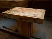 Small Rustic Coffee Table: This Design is a great