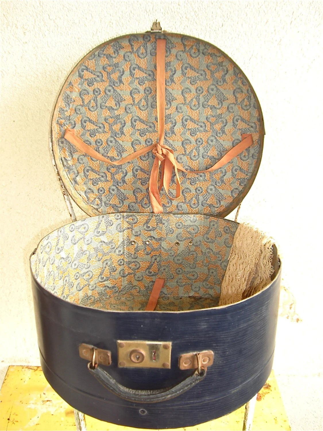 Vintage large French Hat Box Travel case 1920s by