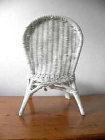 Vintage White Wicker Child' Chair