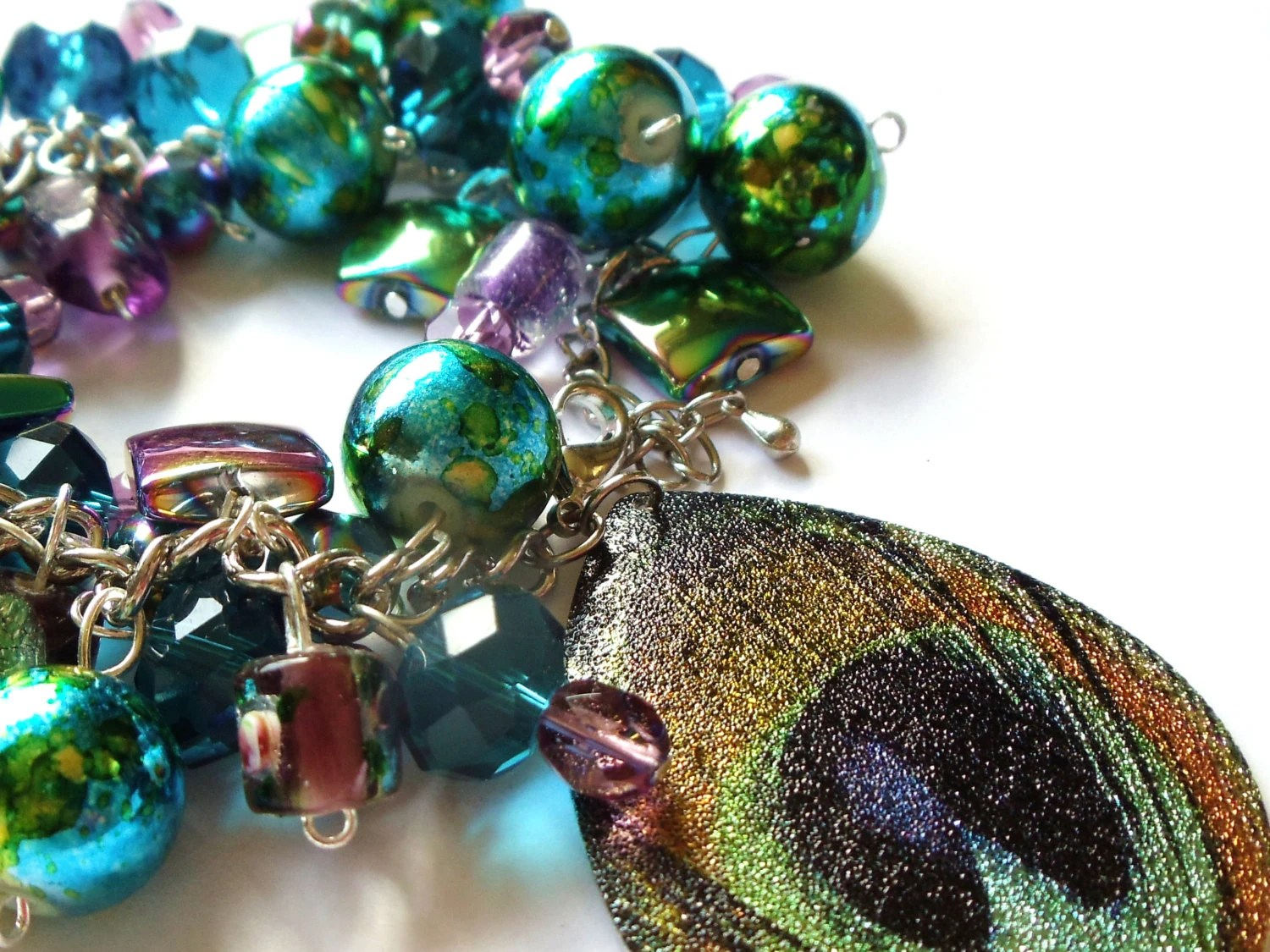 Metalic Peacock colored charm bracelet - TheSparklingMushroom