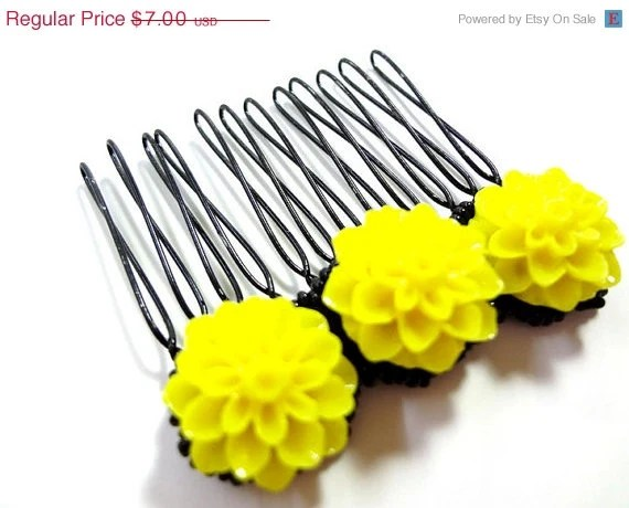 HALF OFF Bright Yellow and Black Flower Comb - MegansBeadedDesigns