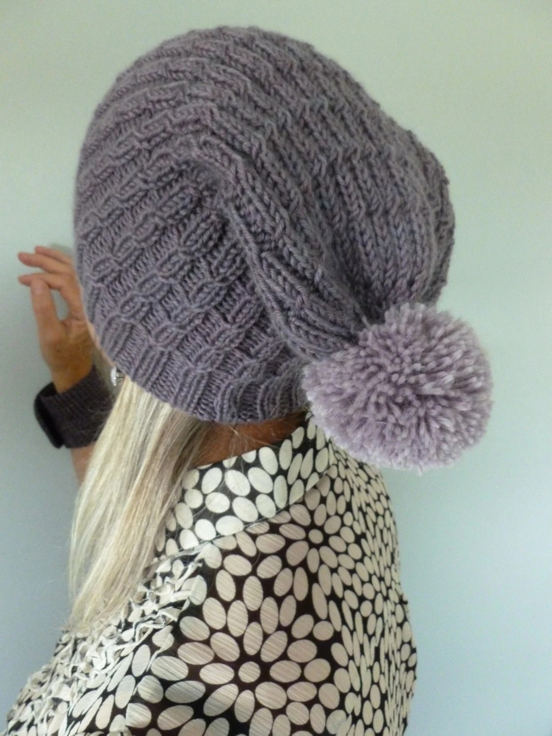 PURPLE POMPOM HAT: slouchy beanie with pompom, handknitted with hand-dyed wool - TheRiverKnitter