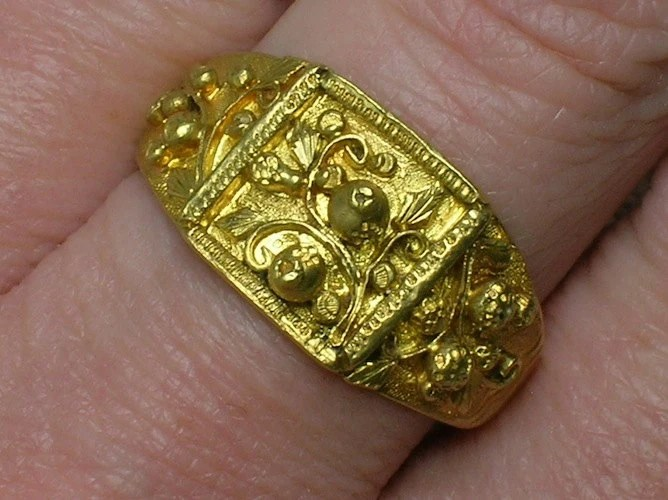 Chinese Wedding Band Ring High Karat Solid Gold by AuldBaubles