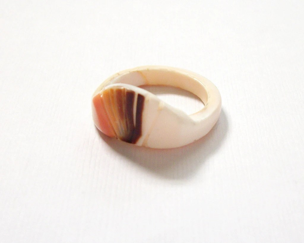 Vintage Carved Shell Ring Natural Simple Minimalist Size 8 Ring Antique Vintage Jewelry - BlueSparrowVintage