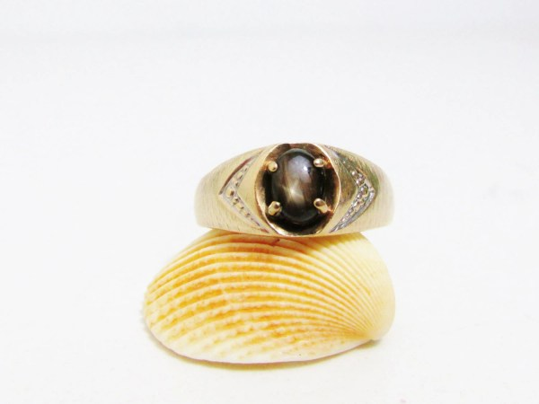 Vintage Ring 10k Gold With Black Star Sapphire Love