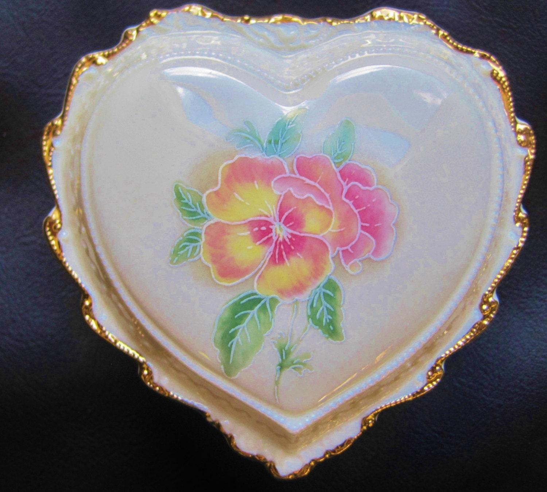 Heritage House Heart Music Box Trinket Fine Porcelain
