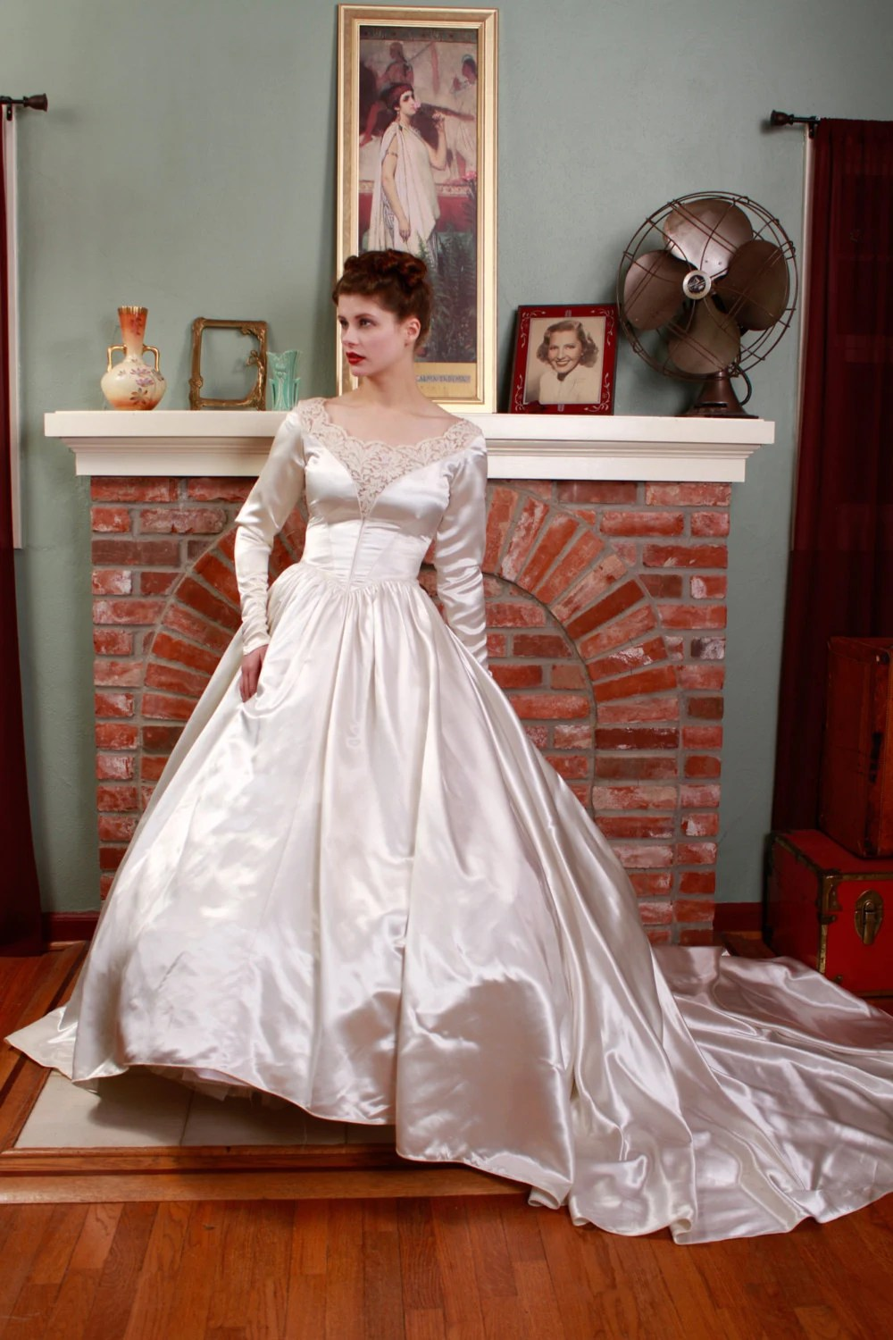 RESERVED ON LAYAWAY Vintage 1950s Wedding Dress Heavy