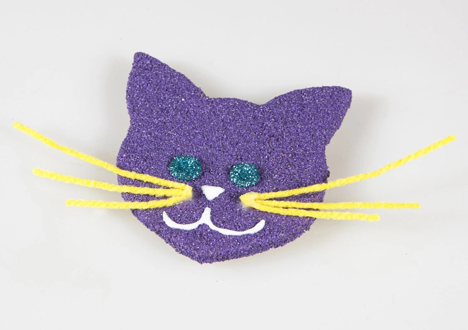 Cat magnet. Purple wooden magnet with sand. Purple cat. Wooden cat. Sea magnet. Gift idea. Favor. Cat ornament. - Fantasiedisabbia