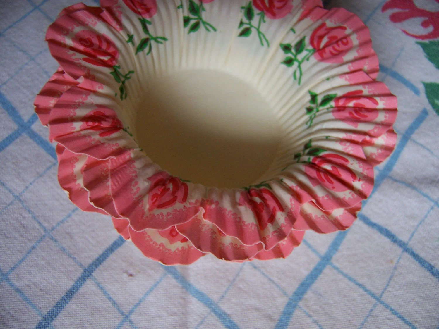 Frilly Paper Pink Cupcake Holders From Ricracandbuttons On