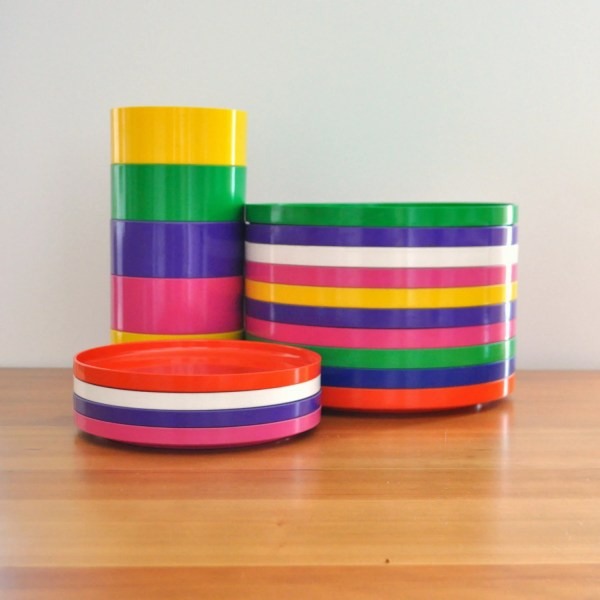 Heller Plastic Dinnerware Set Of 19 Pieces