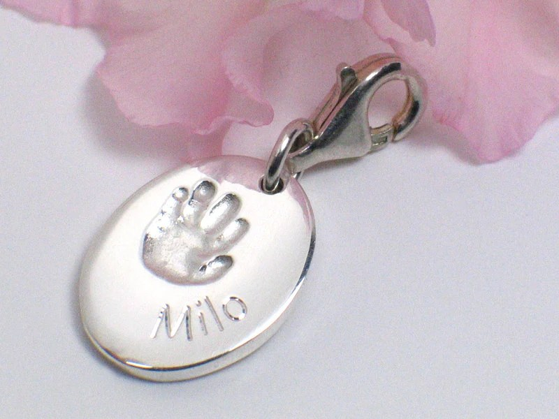 Personalized silver charm with your child's individual handprint - name engraving oval carabiner - FOYAPersonalJewelry