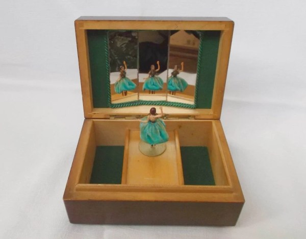 Vintage Music Box Ballerina. Reuge Mechanism