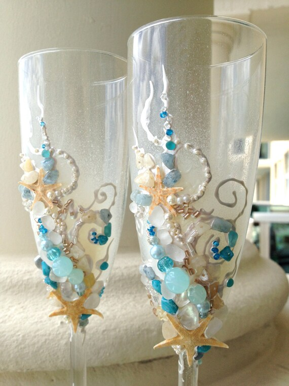 Items similar to Beach wedding toasting flutes starfish